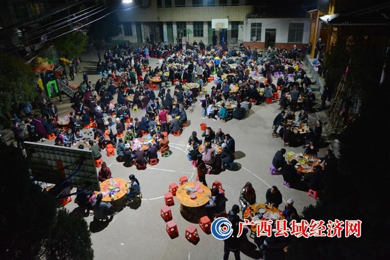 融水县:侗寨联欢百家宴  笙歌阵阵庆新春