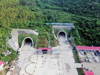 新柳南高速全线21座隧道全部贯通 全线将于年内建成通车