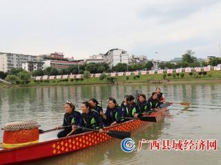 包粽子 划龙舟  环江情浓民族团结村