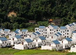 """苍梧县着力抓好""""三年一工程""""活动 促进县域经济持续快速发展"""
